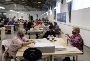 Megváltozott munkaképességűeket foglalkoztató, papírtasakgyártó üzemet adtak át Mezőkövesden